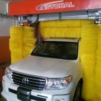 شستشوی خودرو به وسیله دستگاه کارواش اتوماتیک