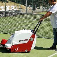 نظافت زمین تنیس