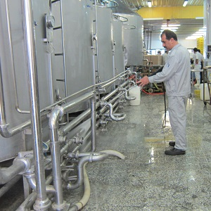 انتخاب تجهیزات نظافتی مناسب برای کارخانه های مواد غذایی