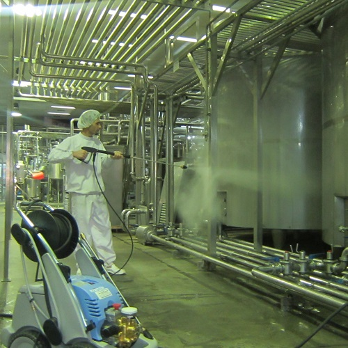 شستشوی تجهیزات تولید و فرآوری مواد غذایی با واترجت صنعتی