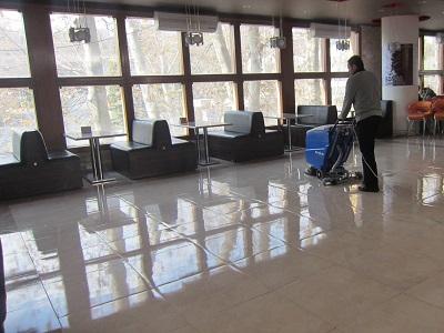 کاربرد تجهیزات مکانیزه نظافتی در مراکز تجاری