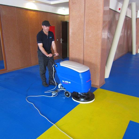 نظافت باشگاه ورزشی با زمین شوی صنعتی