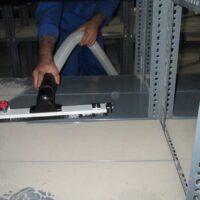 استفاده از سیستم تکاننده فیلتر در نگهداری جاروبرقی صنعتی