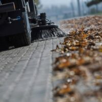 نظافت شهر با جاروی شهری مکانیزه