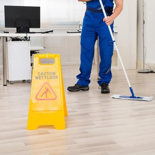 نظافت محیط کار با ابزار دستی و دستگاه نظافت صنعتی