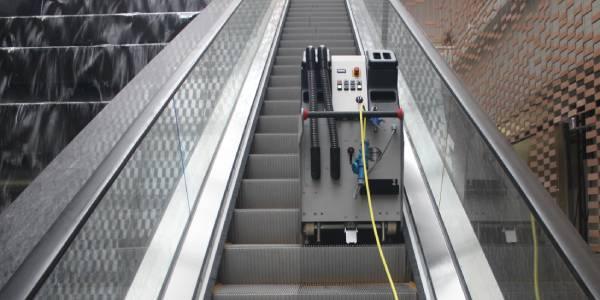 با بهره گیری از پله برقی شوی به طور کامل نظافت رمپ ها و پله برقی ها را انجام داده و نگرانی برای آسیب رسیدن به قطعات الکترونیکی وجود ندارد