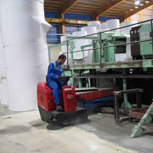 نظافت سالن کارگاه و جمع آوری ضایعات تولید