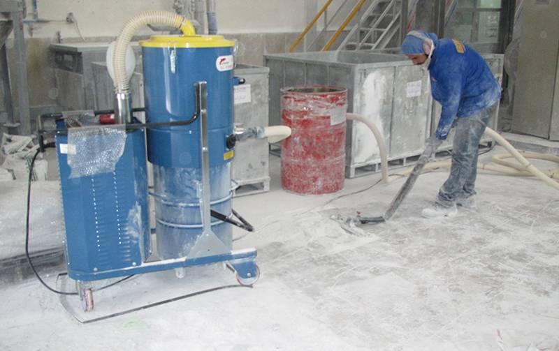 کاربرد جاروبرقی آب و خاک صنعتی