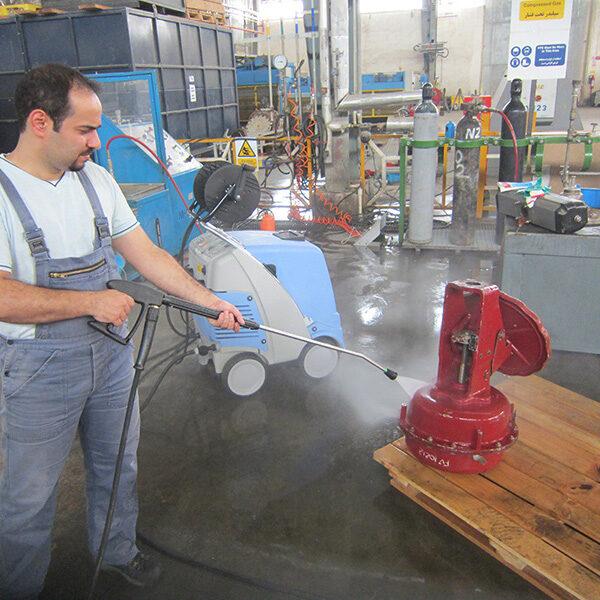 سهولت شستشوی تجهیزات صنعتی با دستگاه واترجت