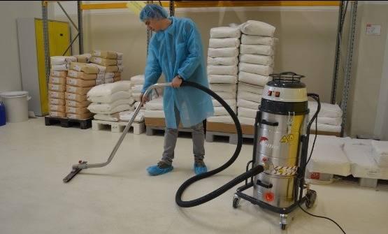 استفاده از جاروبرقی صنعتی در نظافت