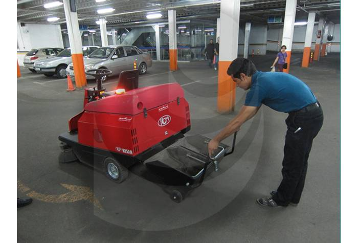 Easy and Fast Discharge of Industrial Sweeper Tank