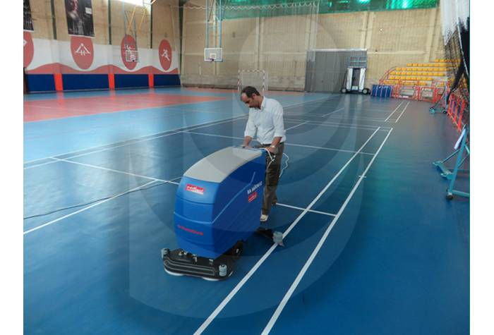gym بloor cleaning with scrubber