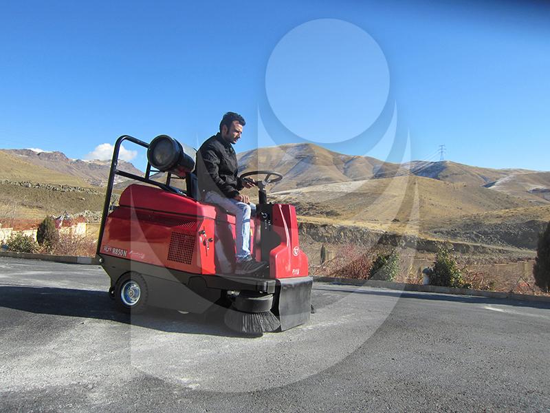 سوییپر خودرویی دو گانه سوز  در نظافت صنایع