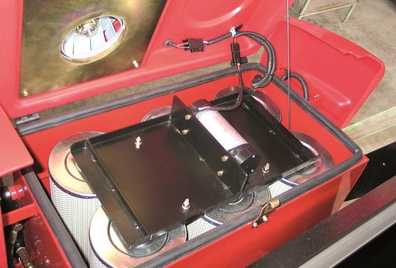 سوییپر خودرویی و تخلیه مخزن زباله با جک هیدرولیک