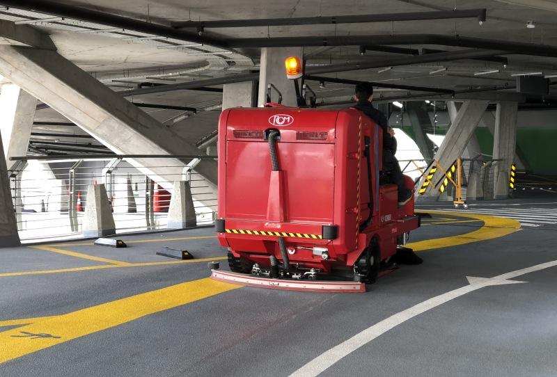 سوییپر صنعتی مخصوص نظافت پارکینگ