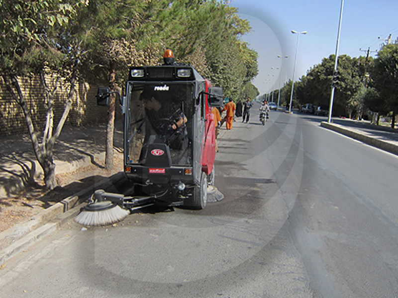نظافت سطوح شهر با استفاده از سوییپر شهری