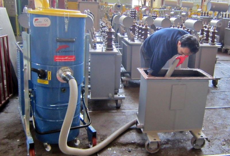 جاروبرقی صنعتی مجهز به شاسی فولادی با چرخ های بزرگ