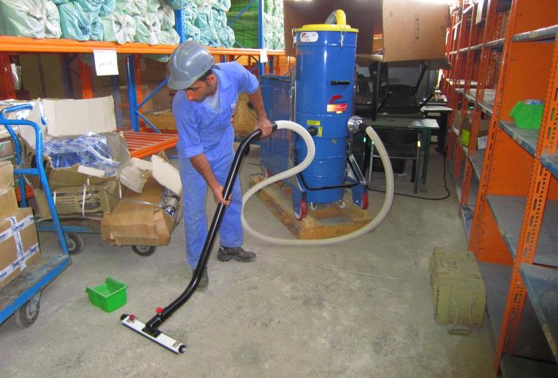 استفاده از جاروبرقی صنعتی DG2