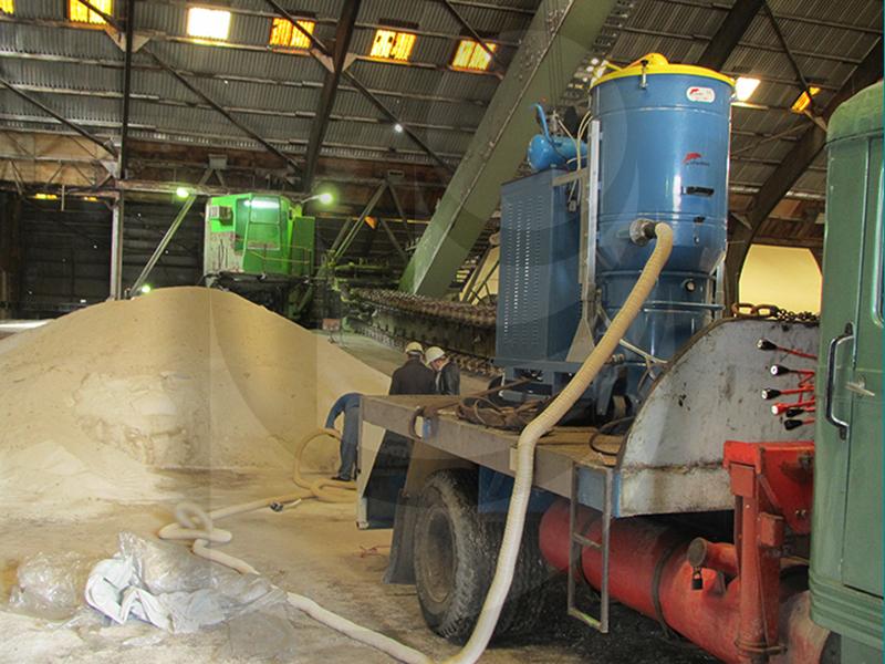 سهولت نظافت محیط های صنعتی وسیع بدلیل امکان جابجایی مکنده صنعتی بر روی وسایل نقلیه سنگین