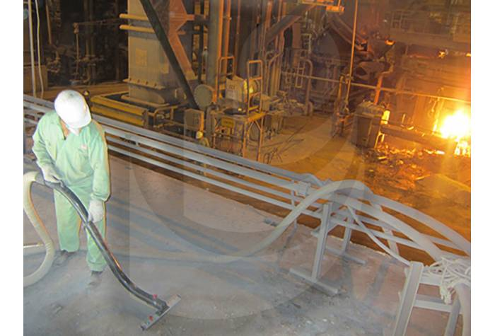 cleaning the surfaces in steel industry by industrial vacuum cleaner