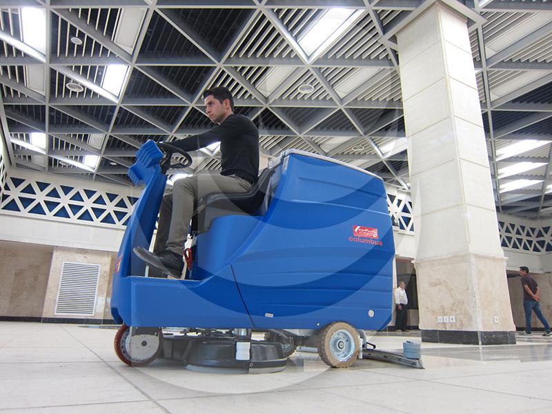 نظافت مراکز تجاری بزرگ با زمین شوی ظرفیت بالا