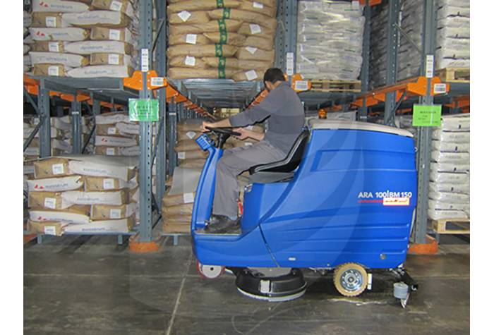 cleaning large warehouses with high capacity scrubber