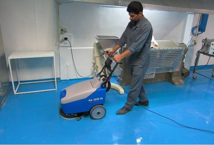 epoxy cleaning by 35b10 scrubber dryer