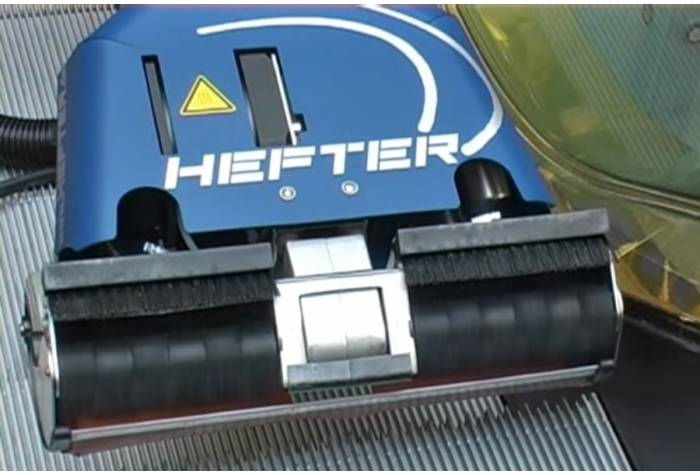 امکان شستن سطوح افقی و عمودی پله برقی با پله برقی شوی مکانیزه