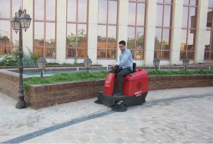 Slalom E industrial sweeper