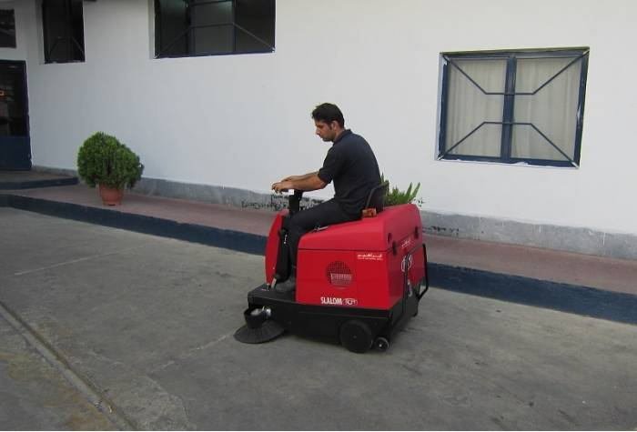 Slalom E industrial sweeper machine