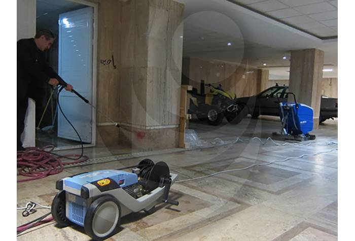 Use water jet Profi 195 TST for removing stains on the wall commercial complex