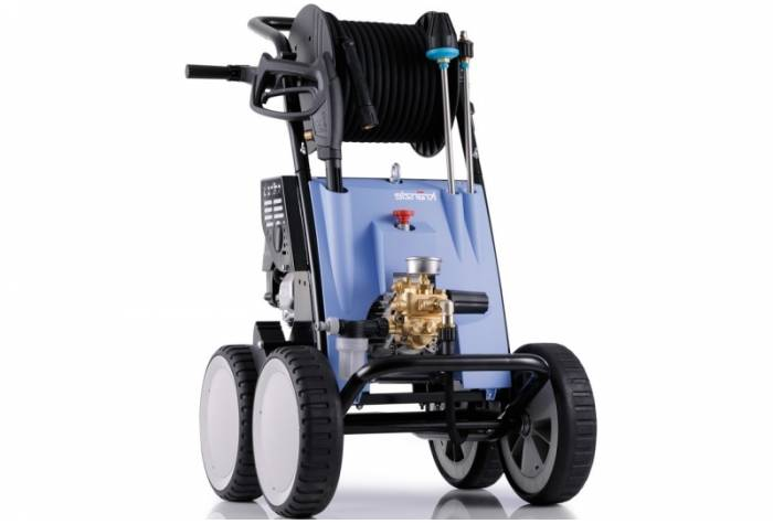 B 240 T high pressure cleaner with petrol engine
