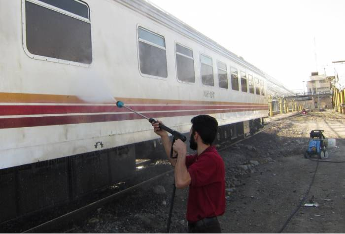 train washing with cold petrol water jet B 270 T