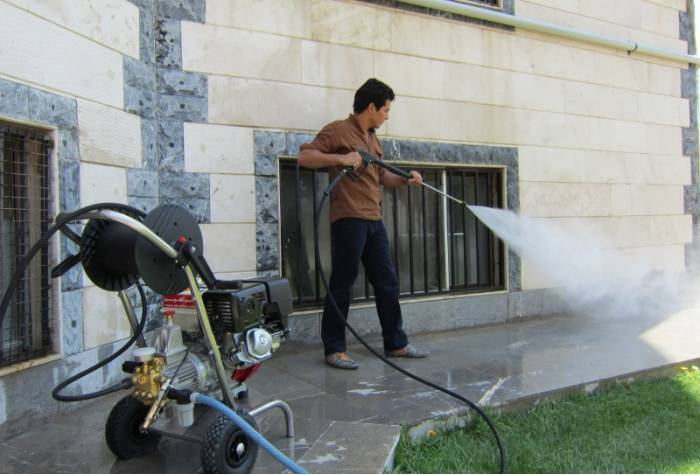 floor cleaning by pressure washer