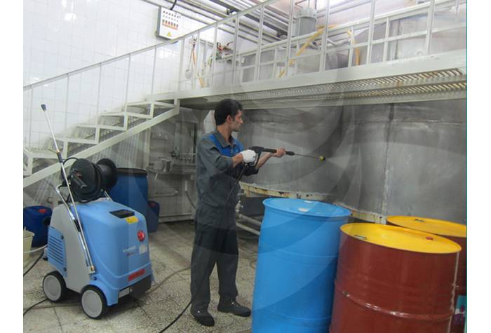 Industrial equipment washing with hot water industrial waterjet TC 13/180