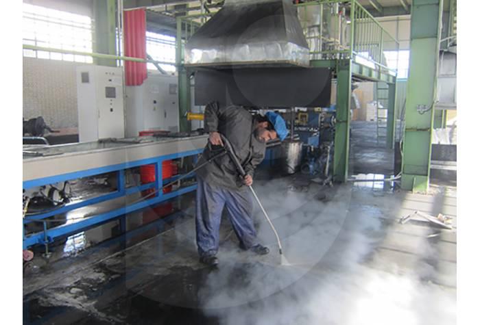 شستشو کف زمین کارخانه با واترجت صنعتی آب گرم  Therm C 13/180