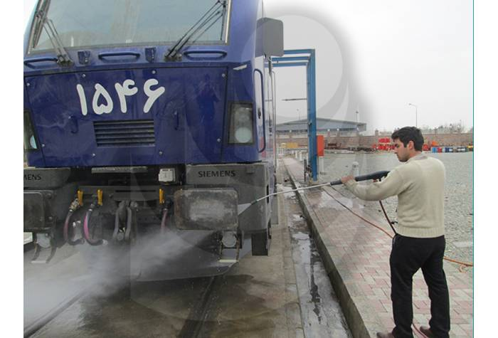 Train washing with hot water industrial waterjet TC 13/180