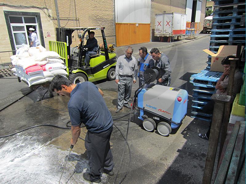 شستشو آسفالت و شستشو زمین و خیابان با واترجت صنعتی و آب گرم Therm 895-1