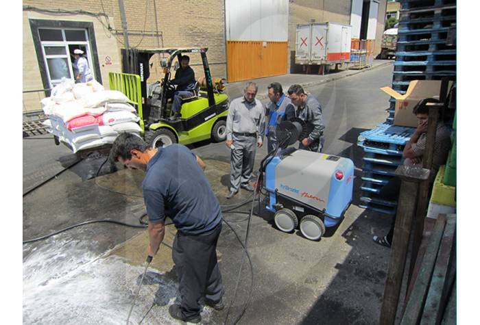 Asphalt and street and floor washing with hot water industrial waterjet T 895-1