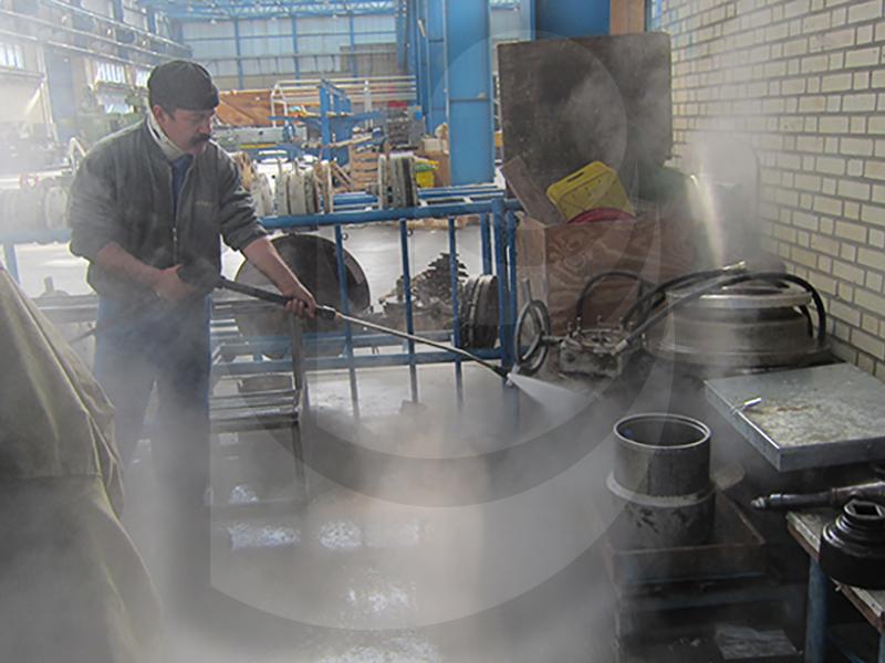 استفاده از واترجت آبگرم therm 895 st برای شستشو تجهیزات صنعتی