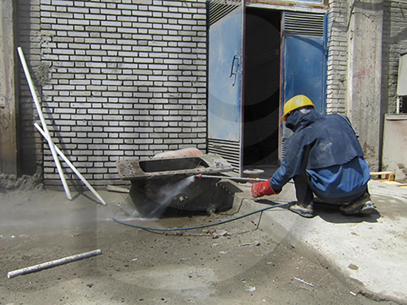 شستشو قطعات صنعتی با استفاده از کارواش صنعتی آب گرم E 400
