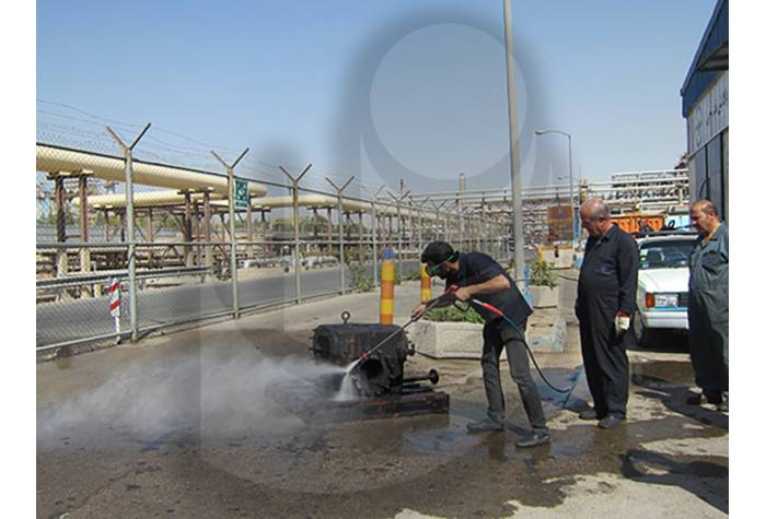 شستشو تجهیزات صنعتی با استفاده از واترجت آب سرد فشار قوی E 500/17