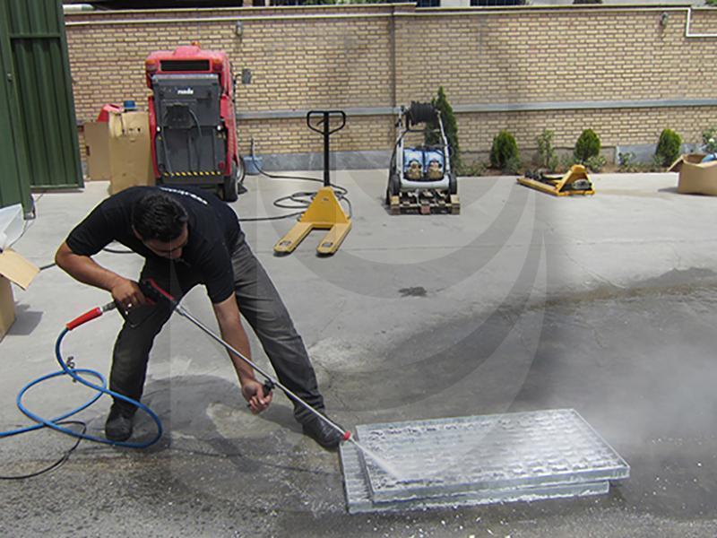 استفاده از واترجت صنعتی D 500/30 برای شستشو تجهیزات صنعتی