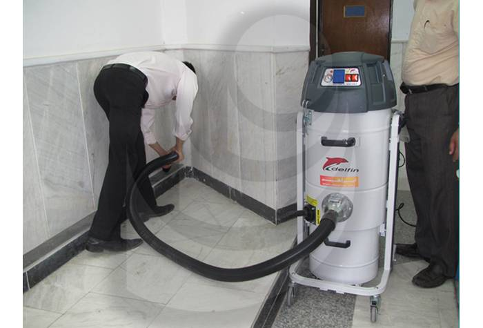 cleaning the corner using vacuum cleanerq