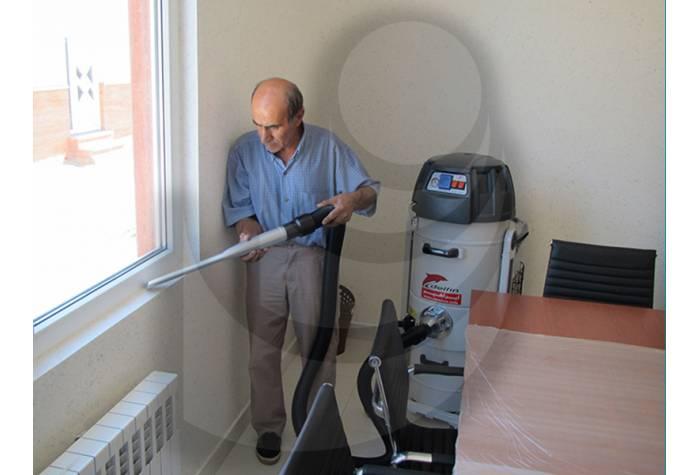 نظافت سطوح با دسترسی دشوار با نازل تخت جاروبرقی