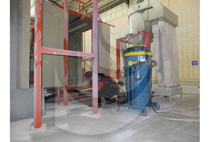 جمع آوری زباله و خاک از نقاط با دسترسی دشوار بوسیله جاروبرقی صنعتی