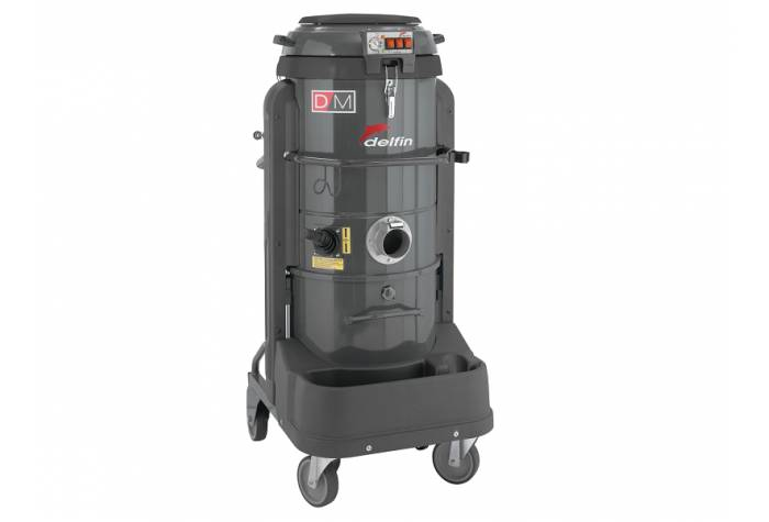 three motor vacuum cleaner