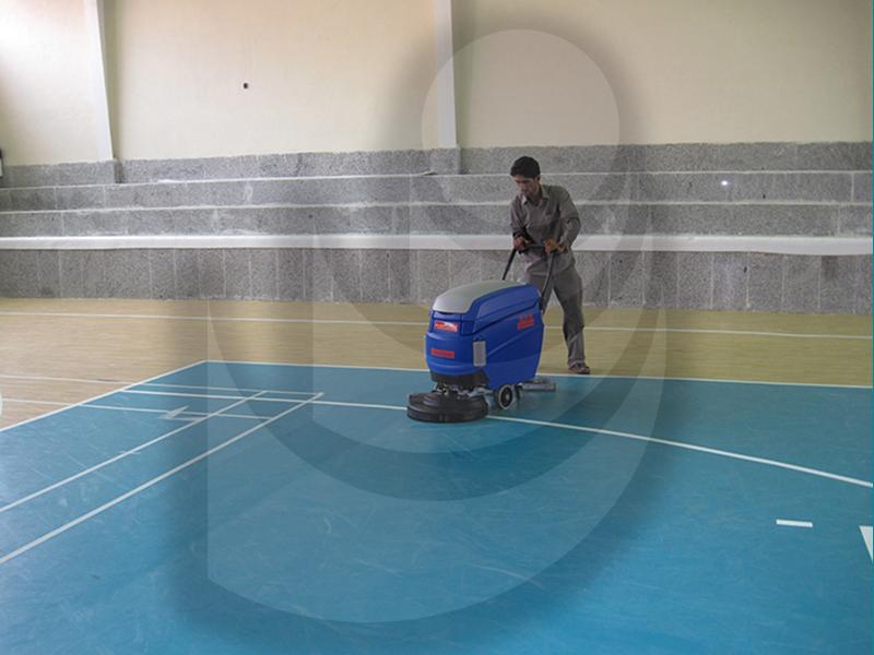 شستشوی کف سالن های ورزشی با اسکرابر