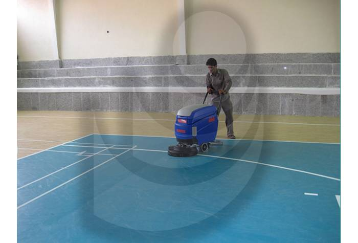 floor gyms cleaning with scrubber dryer