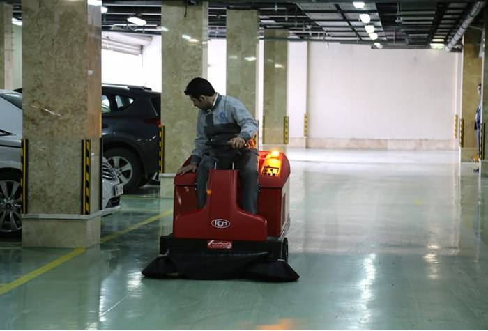 Atom E plus ride on industrial sweeper